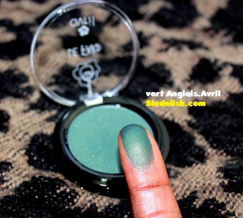 [mars 2015] Glossybox - Page 11 Swatch-fard-vert-anglais-avril-beaute-sindelish-maquillage-bio-discount-pas-cher-2