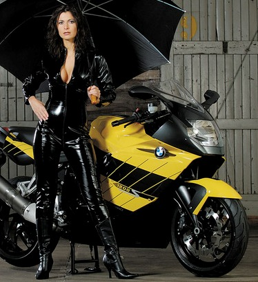 A TODA VELOCIDAD 6-las-chicas-mas-sexis-de-bmw-motos-com-la-pagina-de-bmw-y-autos-tambien-paraguas-cuero