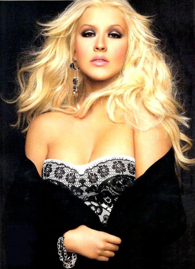 [Fotos+Video] Christina Aguilera en la portada de la revista Latina 2012 - Página 2 03