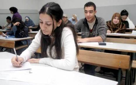 أستاذ وتلميذ في قاعة الامتحان..... شعر 20070810062933_People_talk_Photo2