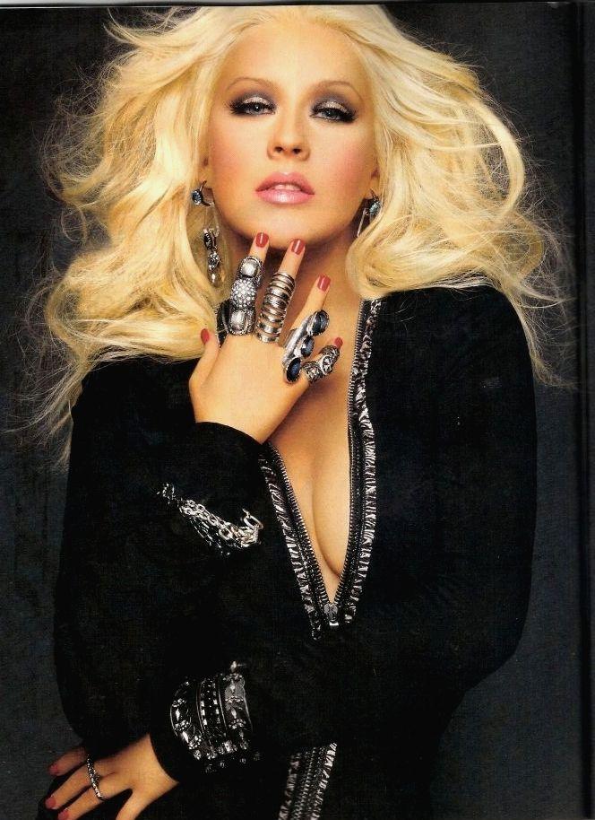 [Fotos+Video] Christina Aguilera en la portada de la revista Latina 2012 - Página 2 02