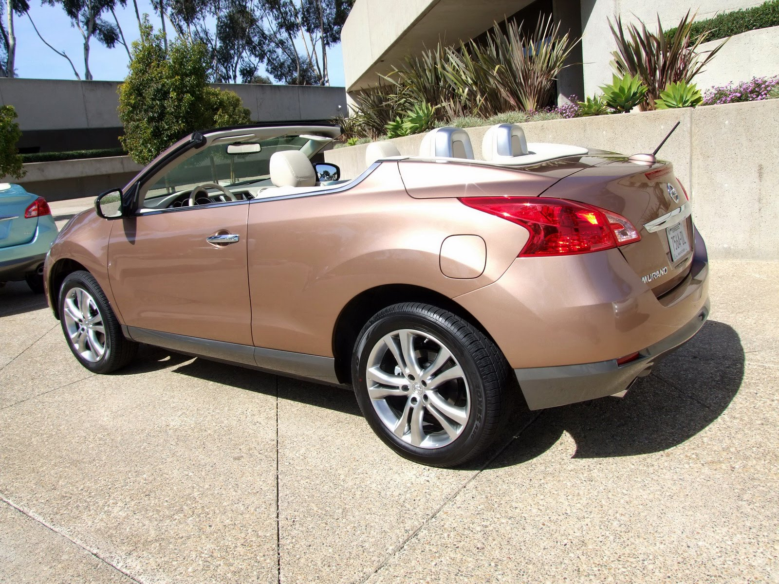2010 - [Nissan] Murano CrossCabriolet - Page 4 2011-Nissan-Murano-CC-TD-640