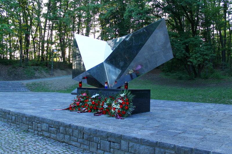 Vojin Bakić SpomenikStrijeljanima-VojinBakic-1962-2b