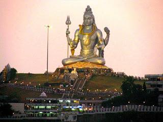 Las estatuas más impresionantes del Mundo  Estatua%2Bde%2BShiva%2Ben%2BMurudeshwara%2B4