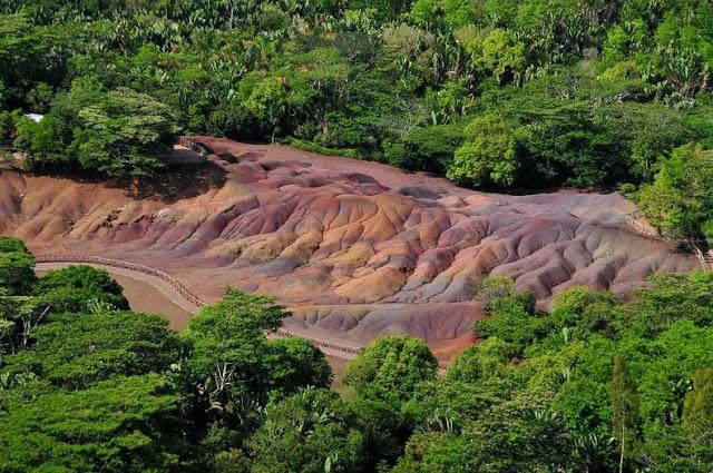 أرض السبعة ألوان في جزيرة موريشيوس '' بالصور ''   7