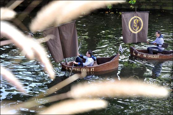 الإبحار في قوارب من الشوكولاتة بجنوب فرنسا  Choco_boat1