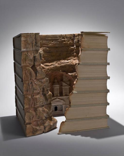 فن النحت على الكتب Landscapes-carved-into-books-guy-laramee-4