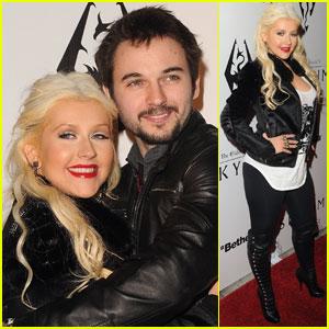 [Fotos+Video] Christina Aguilera: Elder Scrolls V: Skyrim Launch! 2011 Christina-aguilera-matthew-rutler-skyrim-launch