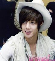 صور للمطرب والممثل الكوري.金贤重 %D8%B9