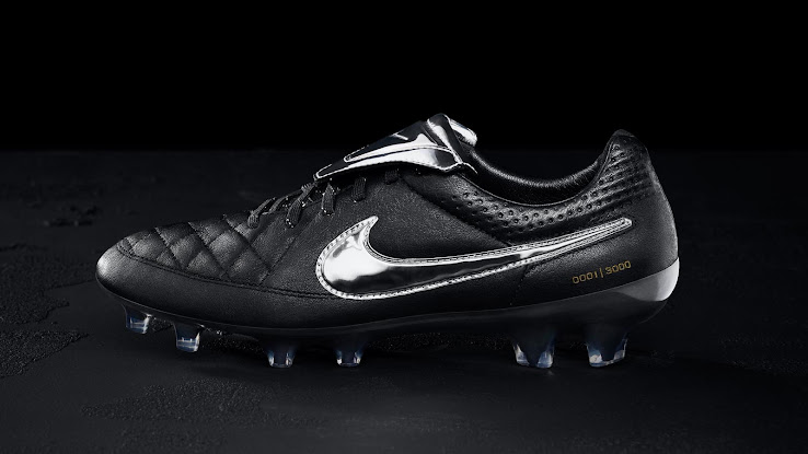 What boots do you rock? - Page 9 Nike-Tiempo-Legend-V-Totti%2B(1)