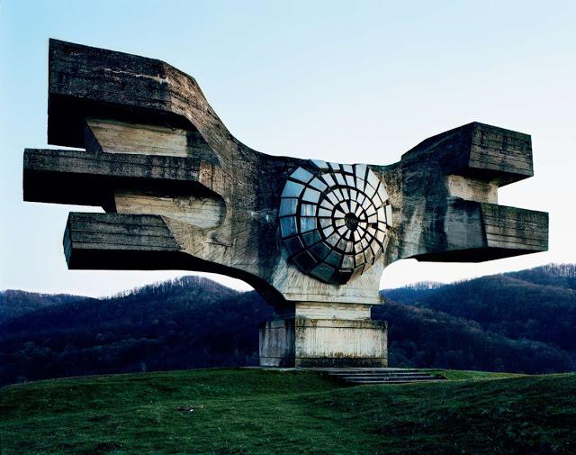 Construcciones abandonadas de la antigua URSS Spomenik_01