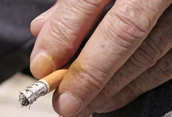 புகைப்பிடிப்பவரா நீங்கள்? சில எச்சரிக்கை குறிப்புகள்..!! Smoking-affects_9
