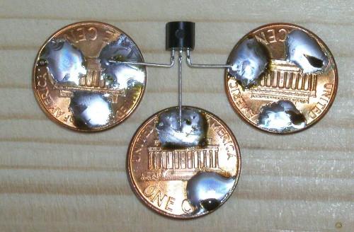 Indignidad con las Monedas: otros usos Small_ic_on_three_pennies