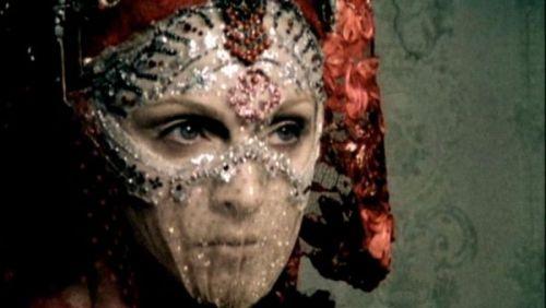 Photoshoots: Era Biophilia - Página 2 Madonna_album_cover_2011