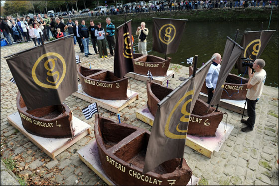 الإبحار في قوارب من الشوكولاتة بجنوب فرنسا  Choco_boat2