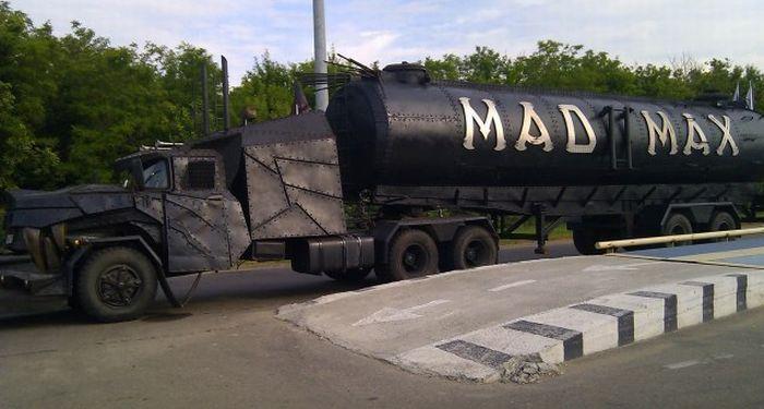 Wolf truck sur base de Diamond Reo AMT au 1/25 Mad-max-truck-3