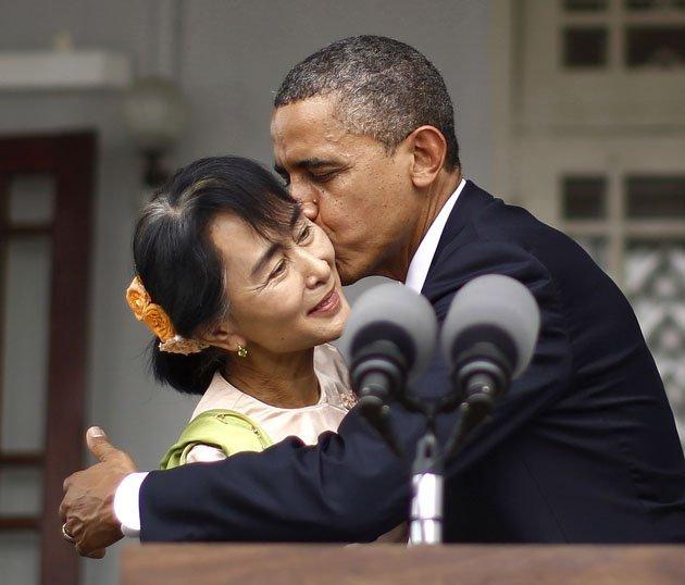 الصور الأكثر كوميدية للسياسيين العالميين لعام 2013 Top-politics-offbeat-photos-211212-630-10-JPG-093856-jpg_213102