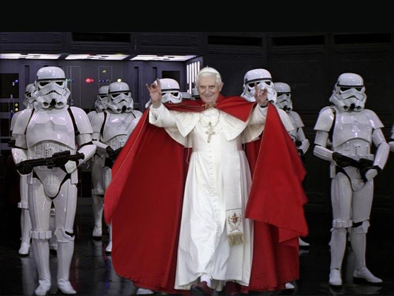 Star Wars - The Cool Weird Freaky Creepy Side of The Force - Page 4 Papa_benedicto_xvi_troopers_star_wars_darth_palpatine_vader_02_poster_pelicula_Tierra_Freak_Tierrafreak.com.ar