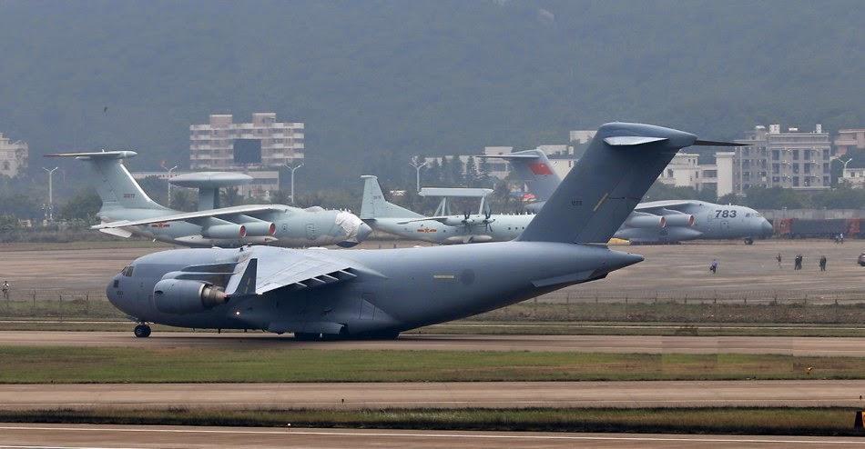 Zhuhai 2014 (11 au 16 Novembre) -  Airshow China 2014      Chinese%2BY-20%2C%2BUS%2BC-17%2BGlobemaster%2Band%2BRussian%2BIlyushin%2BIL-76%2Bstand%2Bside%2Bby%2Bside%2Bfor%2Bcomparison