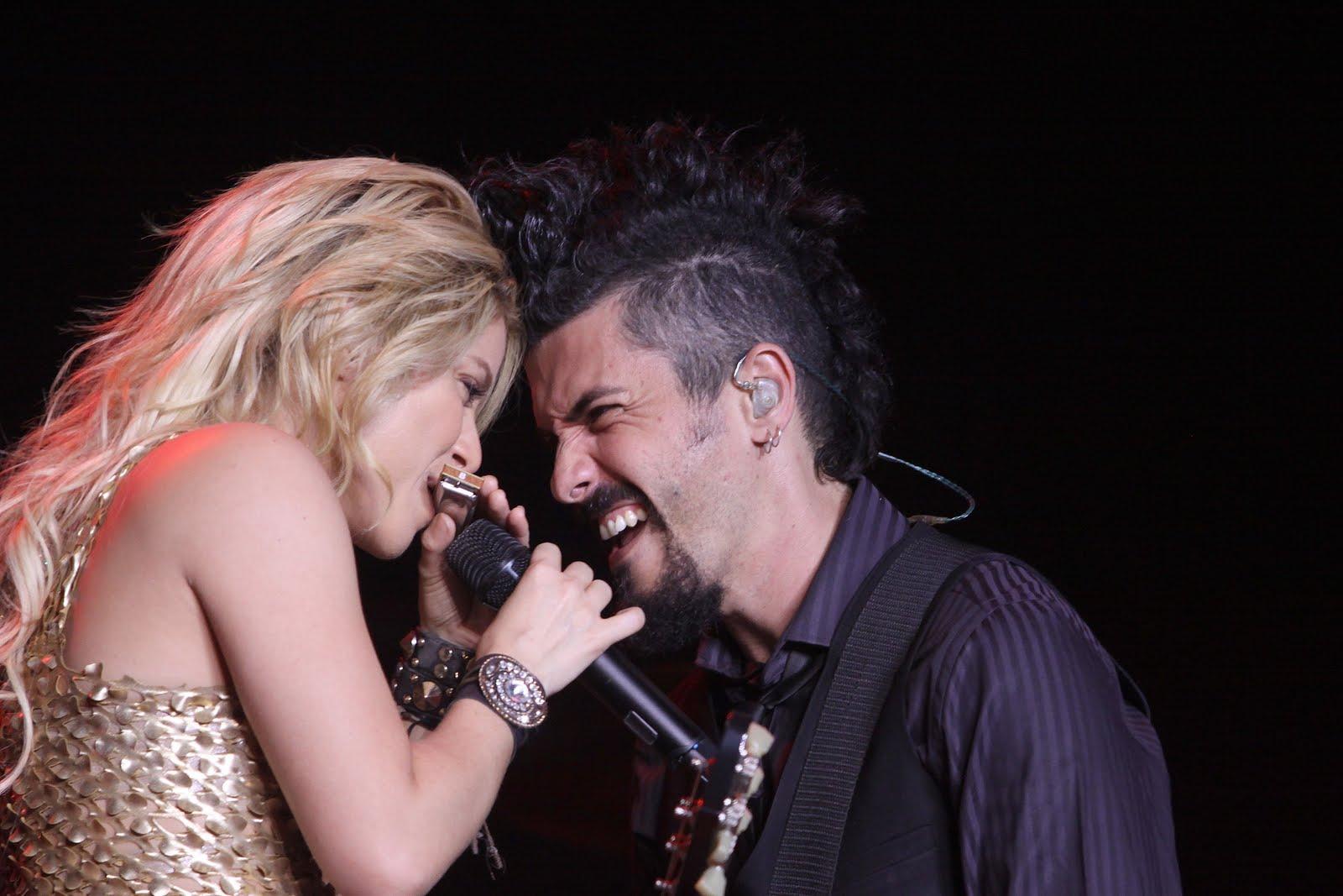 Galería » Apariciones, candids, conciertos... 78292_Shakira_PerformingliveinAssagoForuminMilanItalyMay32011_By_oTTo6_122_1009lo