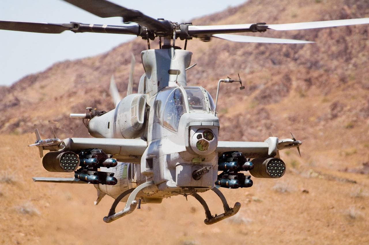 الصفقات المحتملة للمغرب !! - صفحة 2 AH-1Z%2BViper%2BUS%2BMarine%2BAttack%2BHelicopter