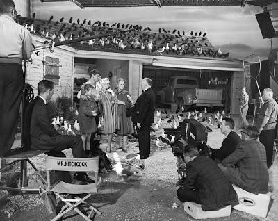 Fotografías de Alfred Hitchcock durante los rodajes Hitchcock%2B-%2BLos%2Bp%25C3%25A1jaros