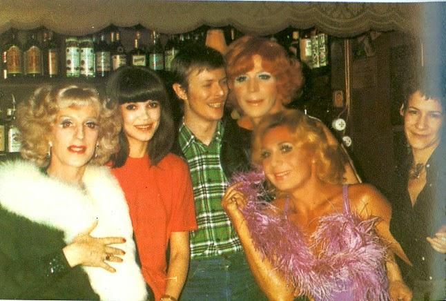 FOTOS GUAPAS Y ROCKERAS - Página 2 BOWIE_BERLIN_1977