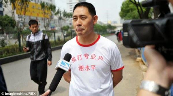 صيني يحول جسده الى كيس ملاكمه 5