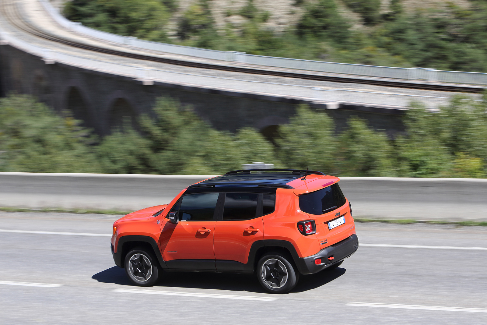 2014 - [Jeep] Renegade - Page 10 Jeep-Renegade-Trailhawk-22