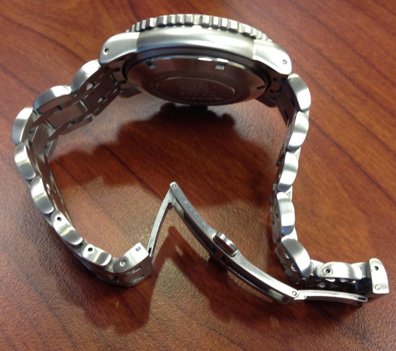 heyyy j'ai besoin d'un coup de main les Fameurs , bracelet Acier K-05 - Page 2 IMG_1496