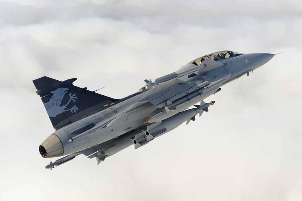 الجربين NG .. علامة تفوق سويديه - صفحة 2 AIR_JAS-39NG_IRIS-T_Meteor_GBU-10_Katsuhiko_Tokunaga_lg