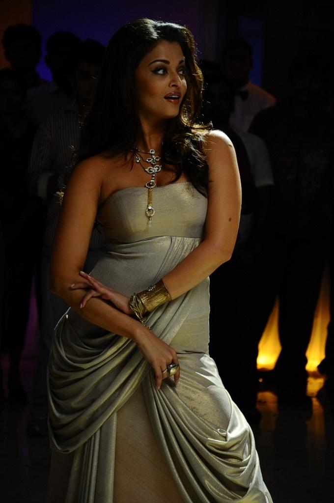 Rajinikanth and Aishwarya Rai in Tamil film Enthiran(The Robot)-12 Post-55-0-11921500-1305793026