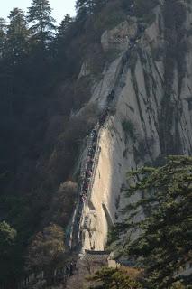 HuaShan , el sendero mas peligroso del Mundo .  Hua_shan01