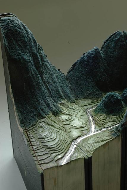 فن النحت على الكتب Landscapes-carved-into-books-guy-laramee-8