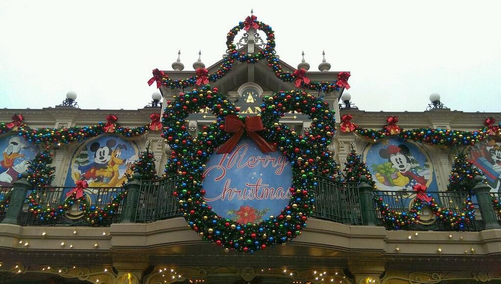 Présentation des Saisons Halloween et Noël 2015 à Disneyland Paris - Page 3 Christmas_station