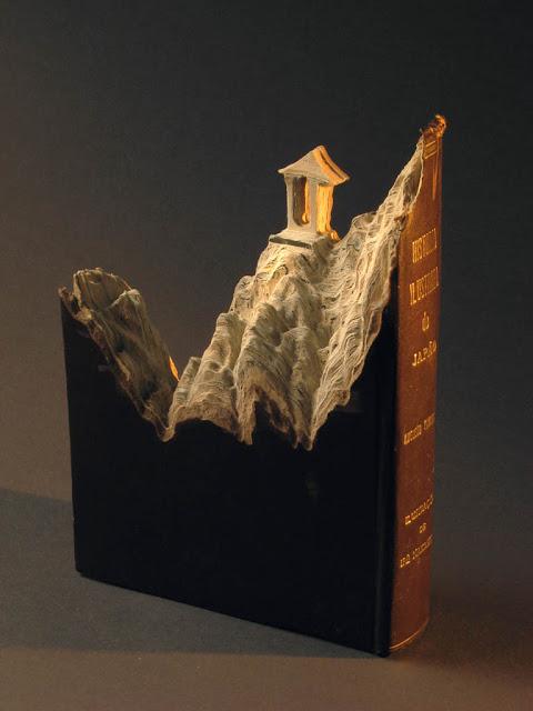 فن النحت على الكتب Landscapes-carved-into-books-guy-laramee-11