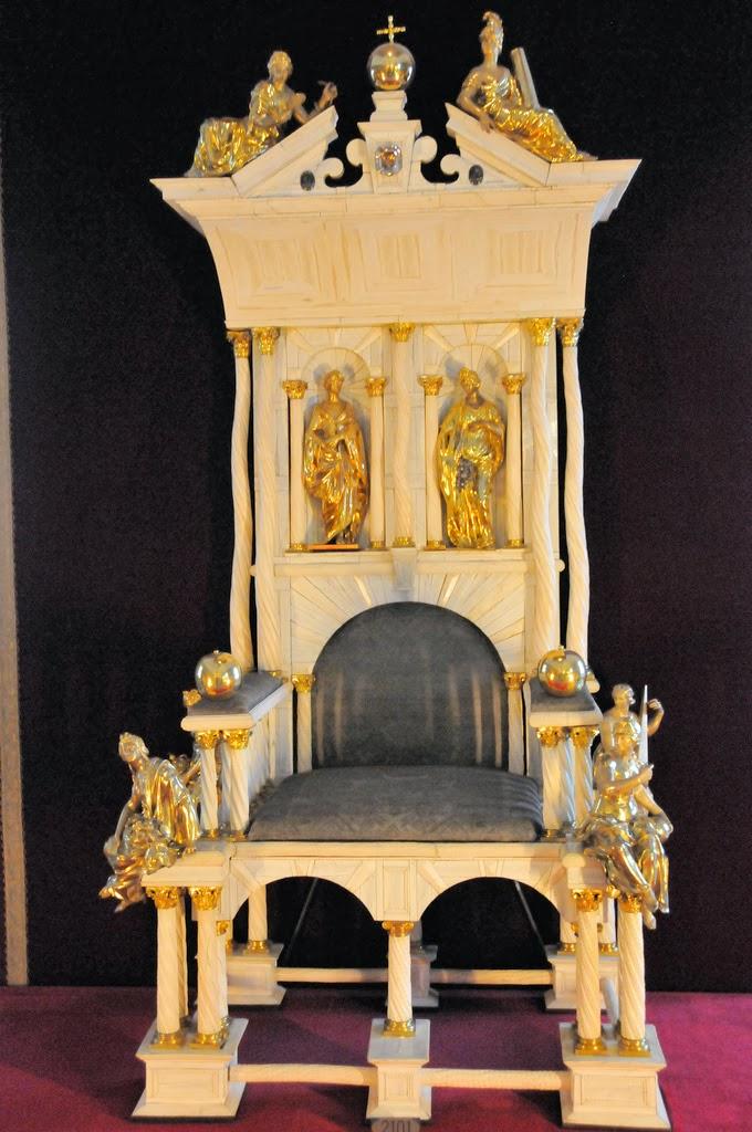 El trono de cuerno de unicornio del Reino de Dinamarca 5210025578_48d9299273_b