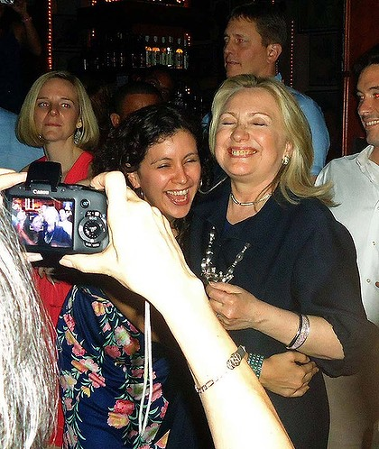 """""""صور""""هيلاري كلينتون """"وزيرة الخارجية الامريكية"""" في ملهى ليلي بكولومبيا Hillary-clinton-729-420x0"""