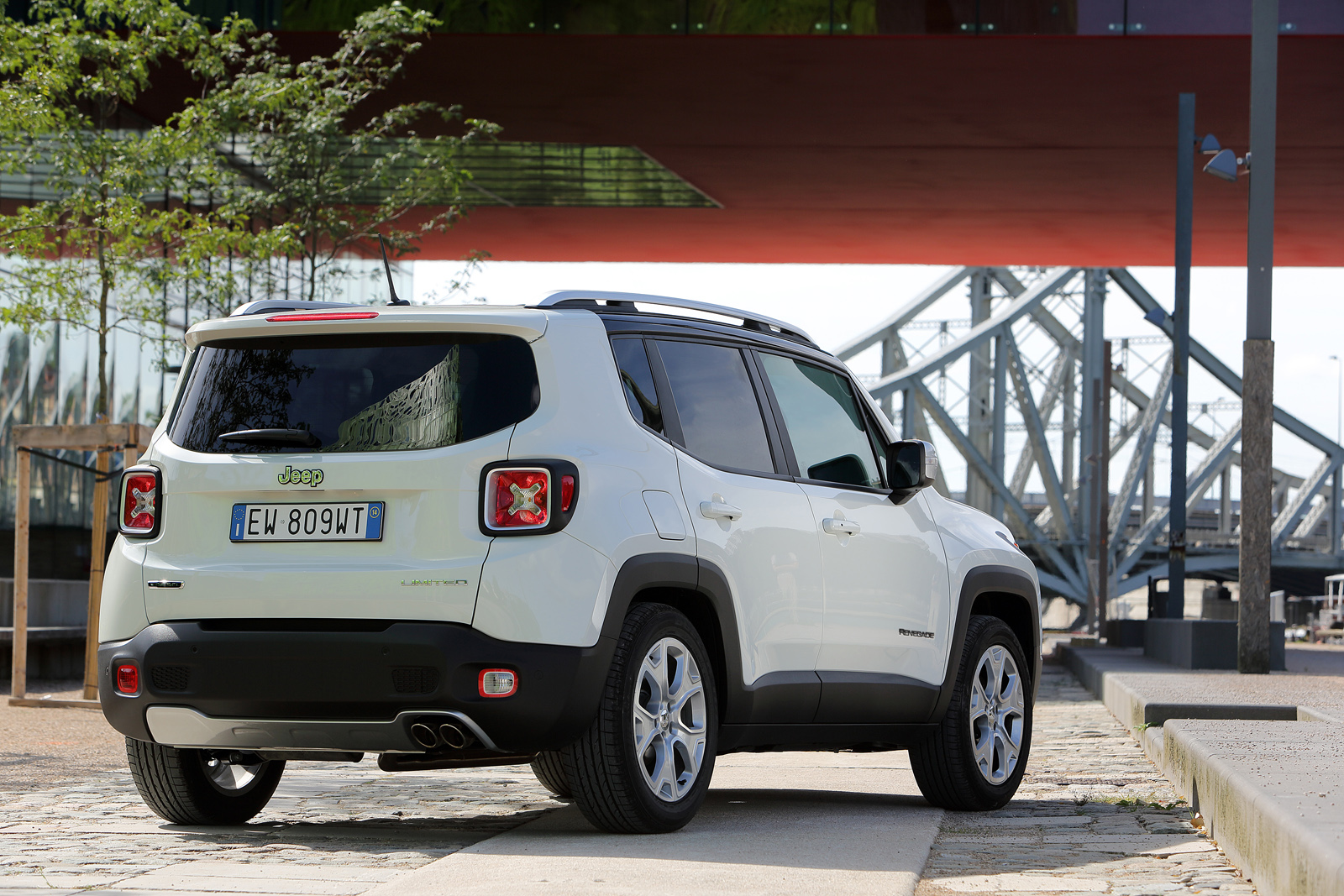 2014 - [Jeep] Renegade - Page 10 Jeep-Renegade-Limited-34