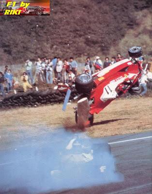 HISTORIA DE LA F1 DESDE 1950 HASTA EL 2000 *F1 By Riky * Gilles_Villeneuve_Japanese_GP_Fuji_1977_Crash2_resize