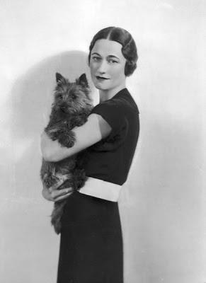 Gracias Wallis - Página 4 Wallis-Simpson-with-her-Dog-716104