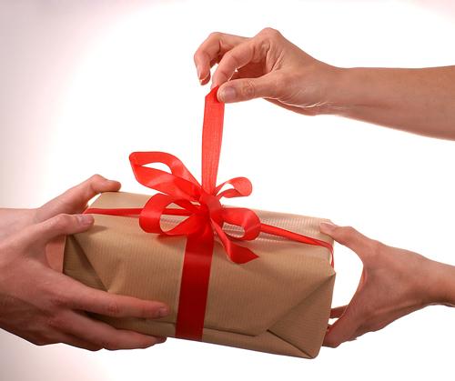 Ανταλλαγή δώρων - Summer 2011 Opening_gift_1