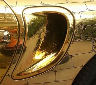 Trovate bizzarre delle marche automobilistiche Gold-porsche-911-996-cabriolet-1a