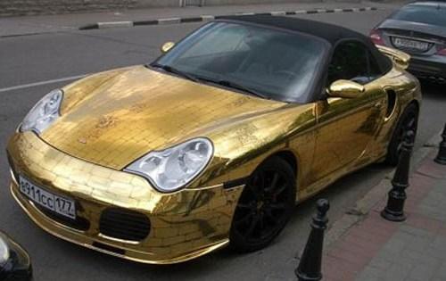 Trovate bizzarre delle marche automobilistiche Gold-porsche-911-996-cabriolet-1