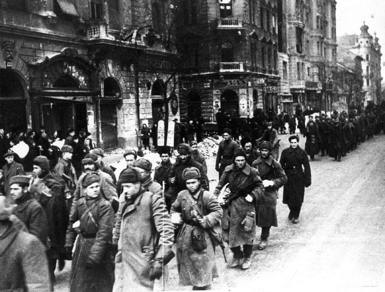 soldats soviétiques BudapestStreet1945