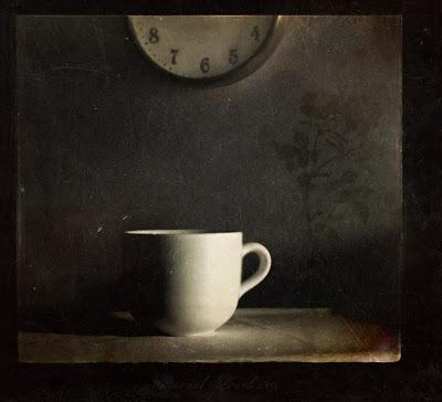 najromanticnija soljica za kafu...caj - Page 3 Timeless_loneliness_by_aglayan_agac