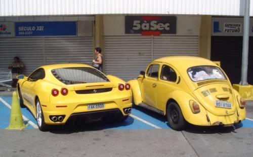 Qual carro você escolheria? Fusca_ferrari