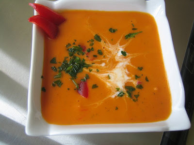 Soupe poivrons rouges et B.... aux fines herbes!! 001