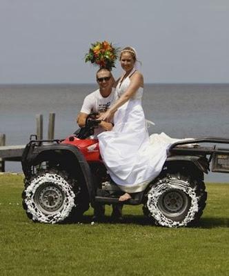 عرسان اخر زمن Funny_wedding_pictures_04