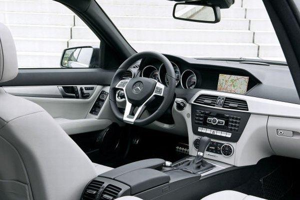 Combinação de cores carroceria e interior Mercedes_C-klasse_2011_facelift_low_07